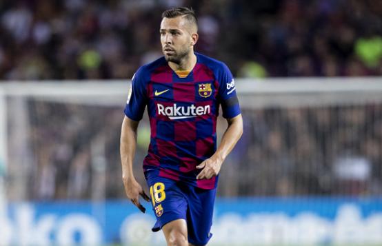 لخطف بديل ألبا.. برشلونة يدرس صفقة تبادلية مع فالنسيا