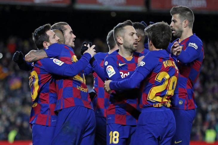 بعد فينالدوم ودناورما.. باريس يضرب برشلونة في صفقة ثالثة