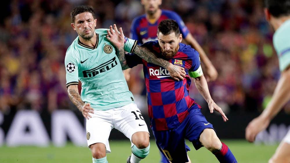 بعد لاوتارو وباريلا.. برشلونة يستهدف نجماً جديداً من إنتر ميلان