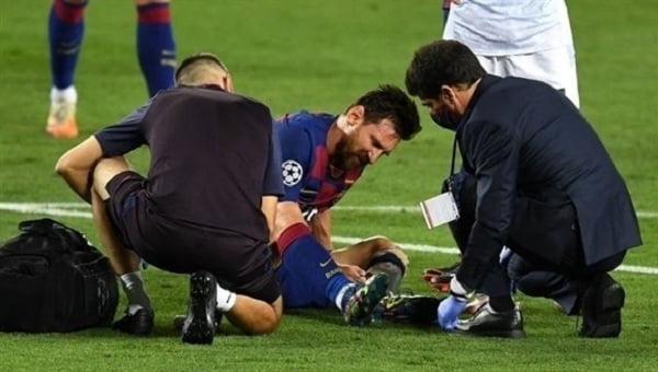 بعد صدمة الإصابة.. الطاقم الطبي لبرشلونة يحسم موقف ميسي النهائي