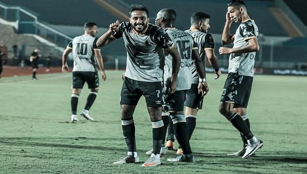الأهلي يفوز على سيراميكا ويعود لصدارة الدوري