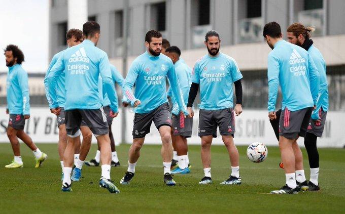 ليس راموس.. صاحب الإنجازات يتقرب من الرحيل عن ريال مدريد