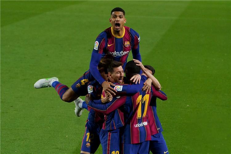 أولى صفقات كومان.. برشلونة يفاجئ نجم مانشستر سيتي بقرار جديد