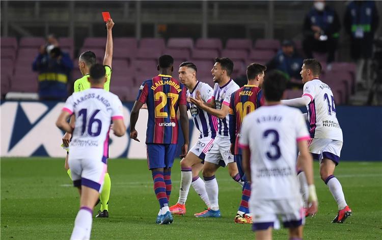 عمدة بلد الوليد يفتح النار على حكم مباراة برشلونة