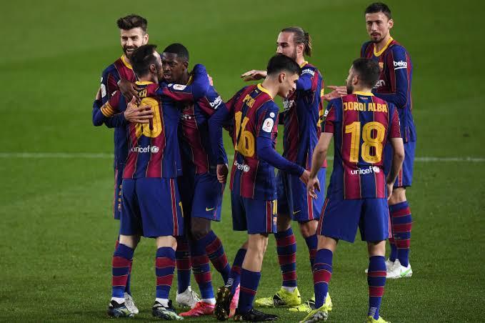 الصخرة الحديدية ..لاعب مفاجئ يعرض خدماته على برشلونة
