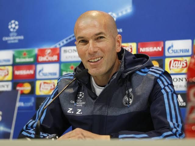 زيدان يرد على تعاقد ريال مدريد مع صلاح بتصريح مثير